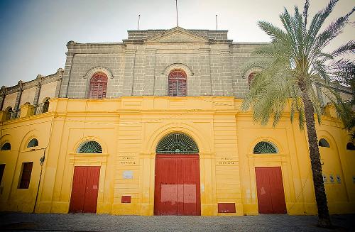 Una de las puertas principales de la Plaza de Toros de Jerez