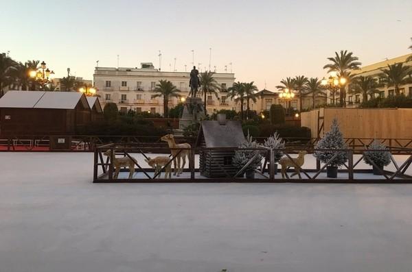 La Plaza del Arenal cuenta con pista de hielo esta Navidad