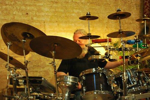Gerhard Illi a la batería
